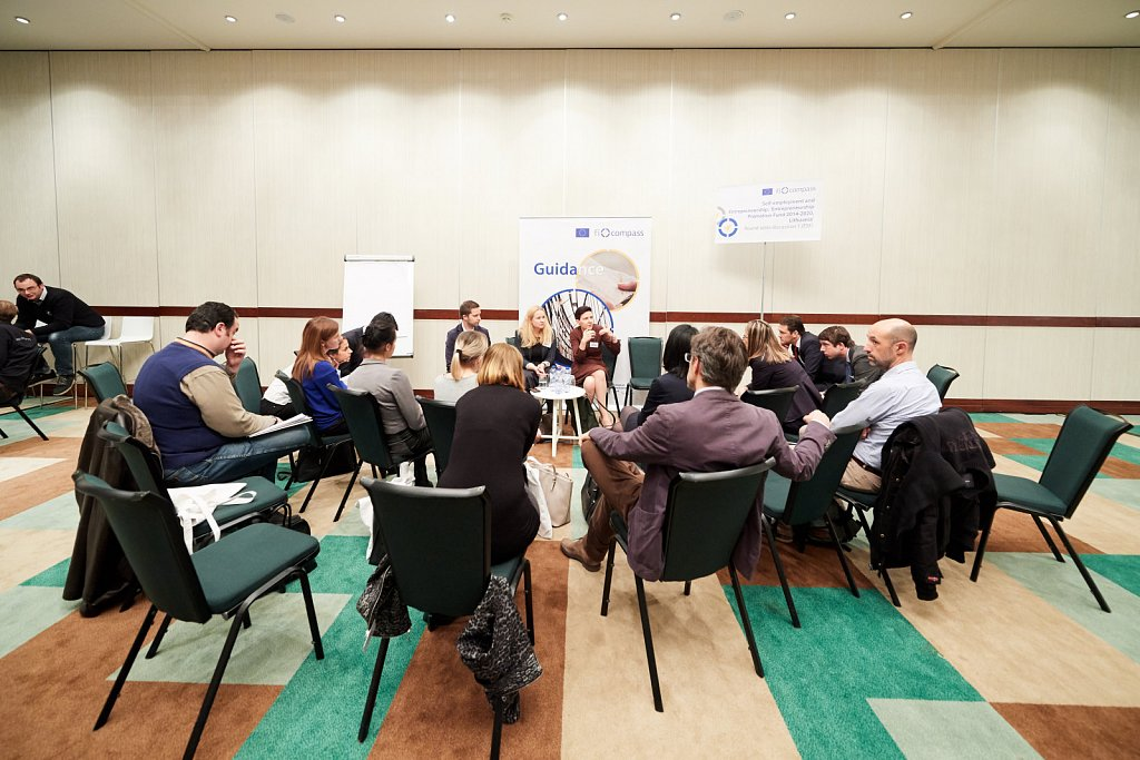 Parallel round table discussions on case studies