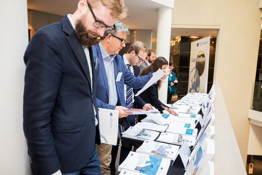 Event participants selecting fi-compass publications